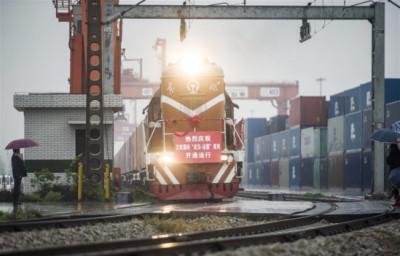 Le train de fret Wuhan-Lyon entre en gare
